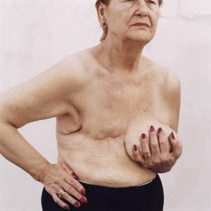 """María Elena vecina de Sobral, cáncer de mama. Falleció el 8 de julio de 2005. Foto: María Eugenia Cerruti, del libro """"132.000 voltios"""""""