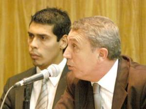 Javier González y el abogado Gustavo Julio