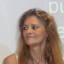 Alejandra Schuchinsky es argentina, psicopedagoga, Licenciada en Ciencias de la educación, docente en el nivel superior, y se dedica específicamente a lo que son los trastornos del espectro autista.