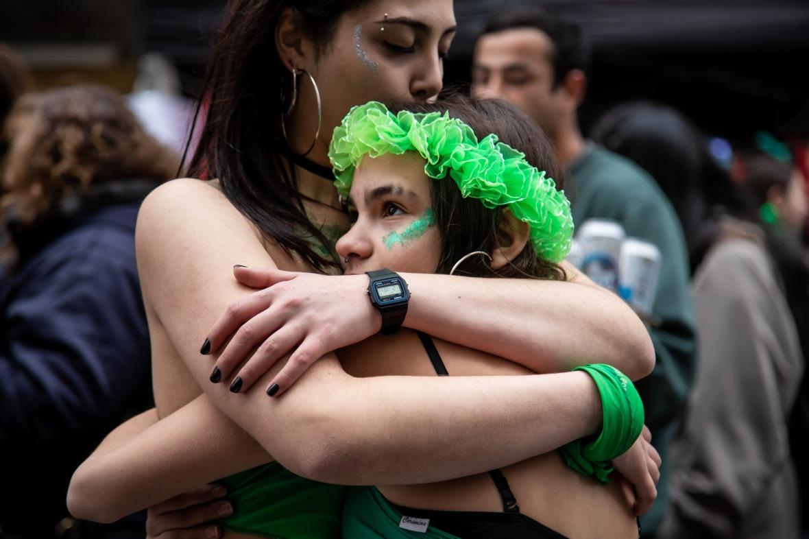 ARGENTINE - Votation day for the legal abortion law. Jour de vote de la loi sur l'avortement legal.